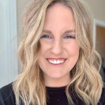 Lisa Battistone, Tutor